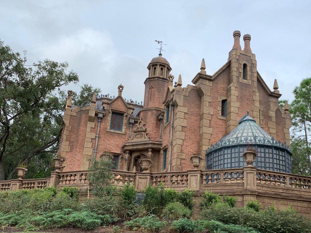 magic kingdom rope drop haunted mansion 1.jpg