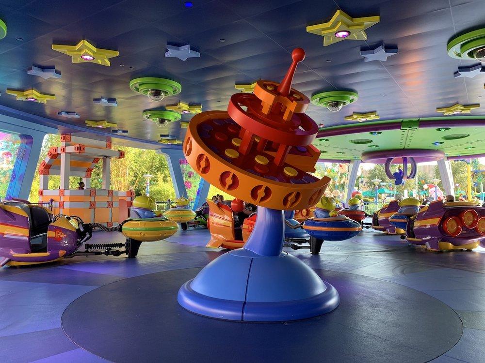 hollywood studios christmas flurry of fun alien swirling saucers.JPG