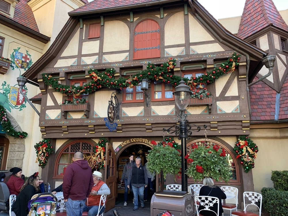 epcot germany christmas 6.jpeg