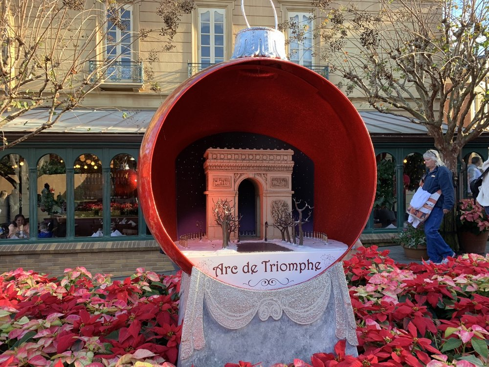 epcot france christmas 3.jpeg