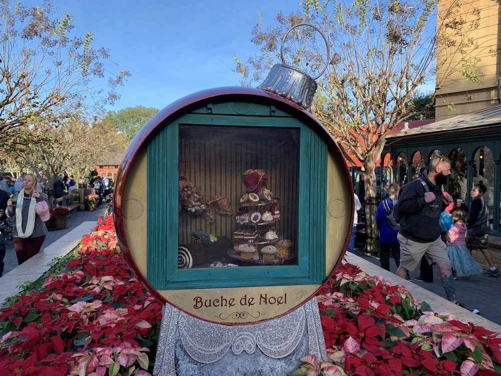 epcot france christmas 4.jpeg
