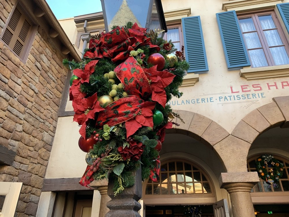epcot france christmas 9.jpeg