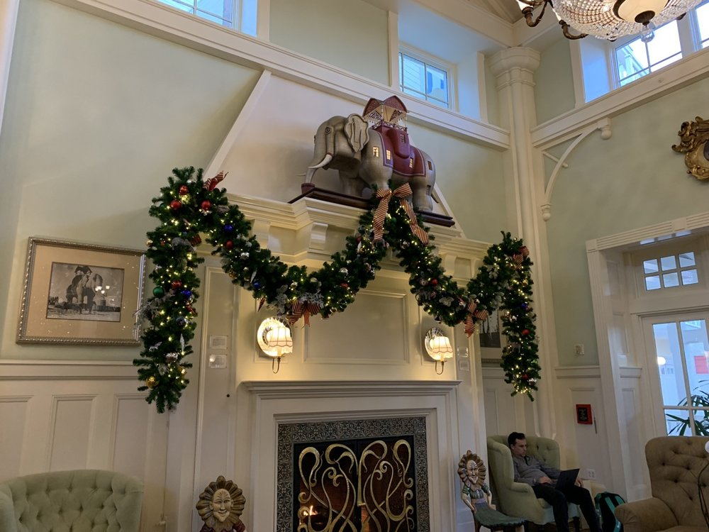 boardwalk inn decorations 3.jpeg