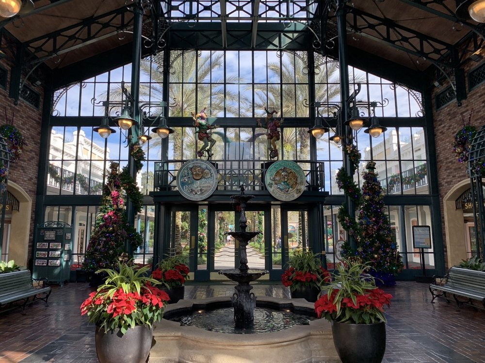 port orleans french quarter christmas decorations 1.jpeg
