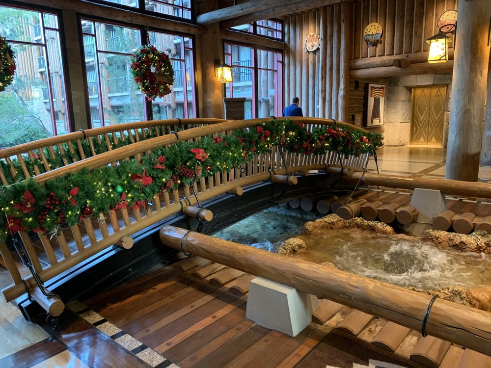 disneys wilderness lodge review lobby grounds 17.jpg
