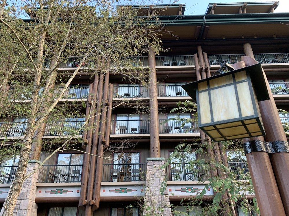 disneys wilderness lodge review lobby grounds 19.jpg