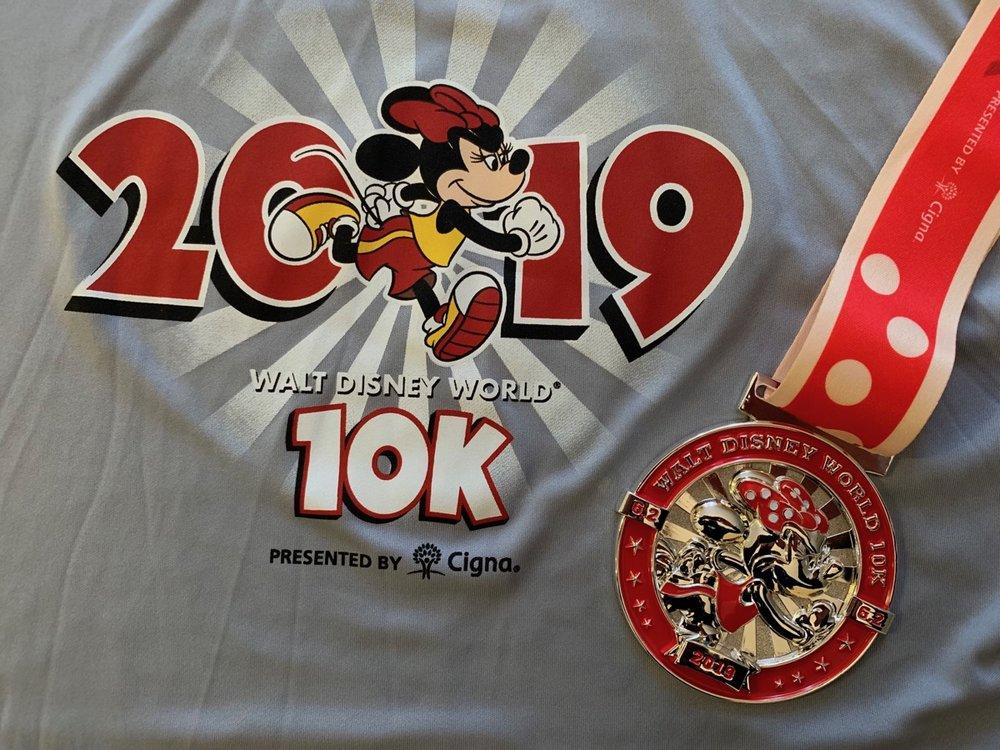 rundisney walt disney world 10k shirt and medal.jpeg