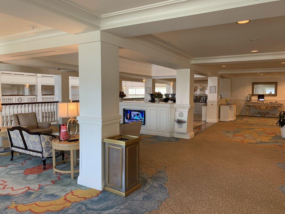disney grand floridian royal palm club level review main lounge 7.jpeg