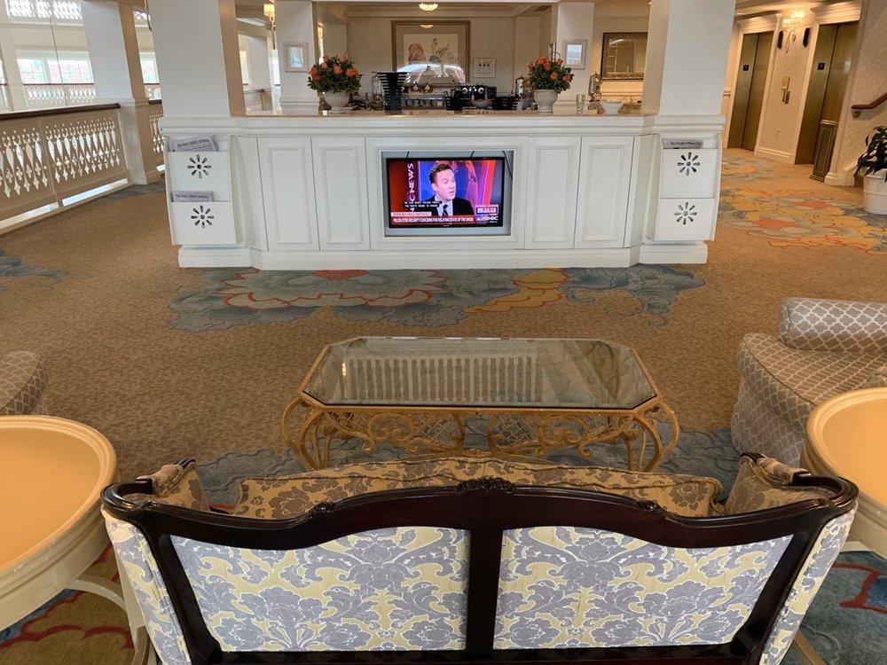 disney grand floridian royal palm club level review main lounge 9.jpeg