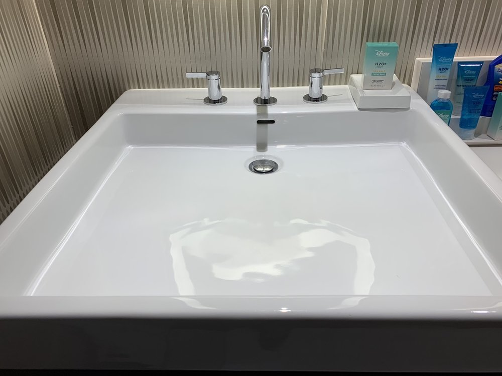 disneys contemporary resort review room bathroom 5.jpeg