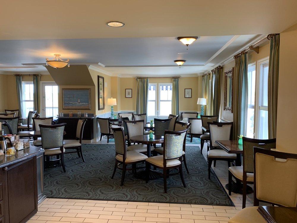 disney beach club club level stone harbor lounge review room a1.jpeg