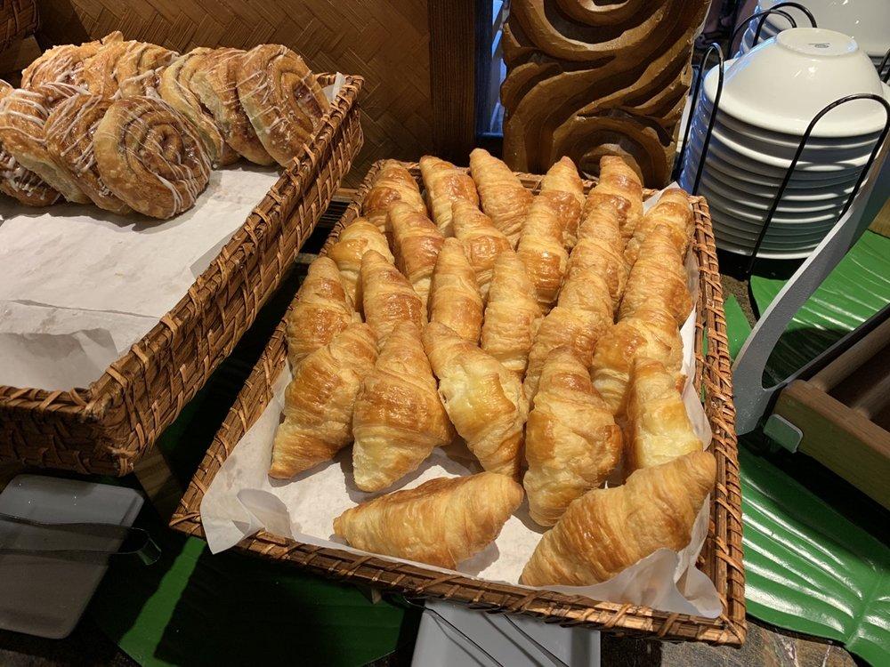 disney polynesian village king kamehameha club level review breakfast 10.jpeg