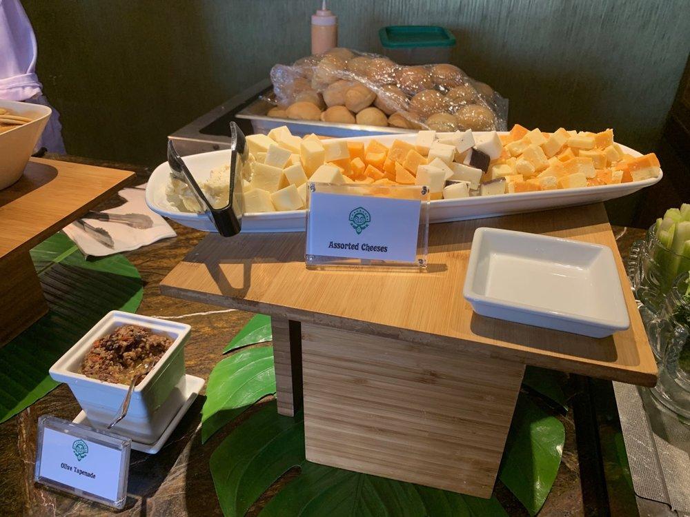 disney polynesian village king kamehameha club level review appetizers 2.jpeg