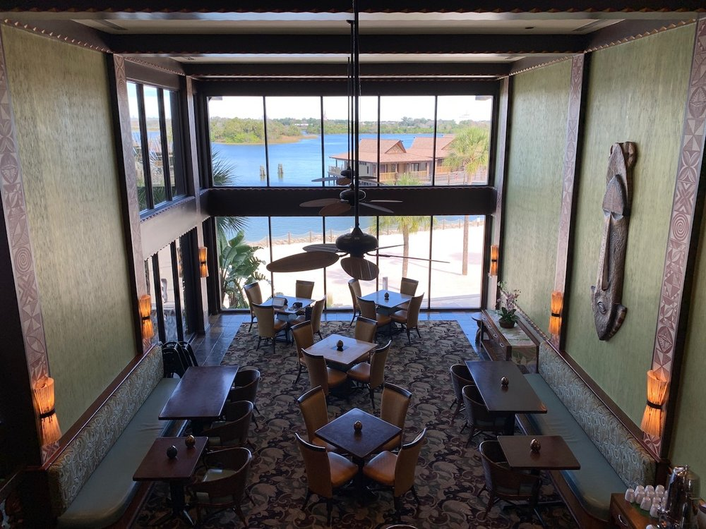 disney polynesian village king kamehameha club level review lounge 1.jpeg