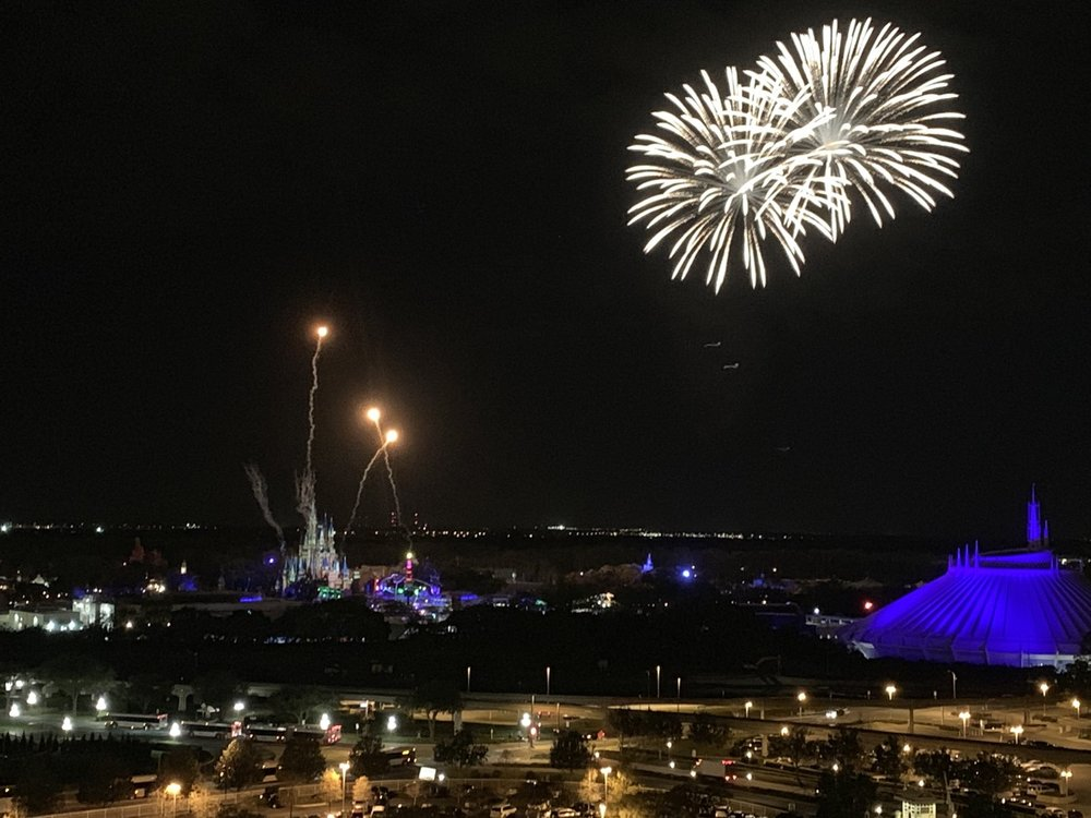 disney world magic kingdom theme park view rooms compared contemporary fireworks.jpeg