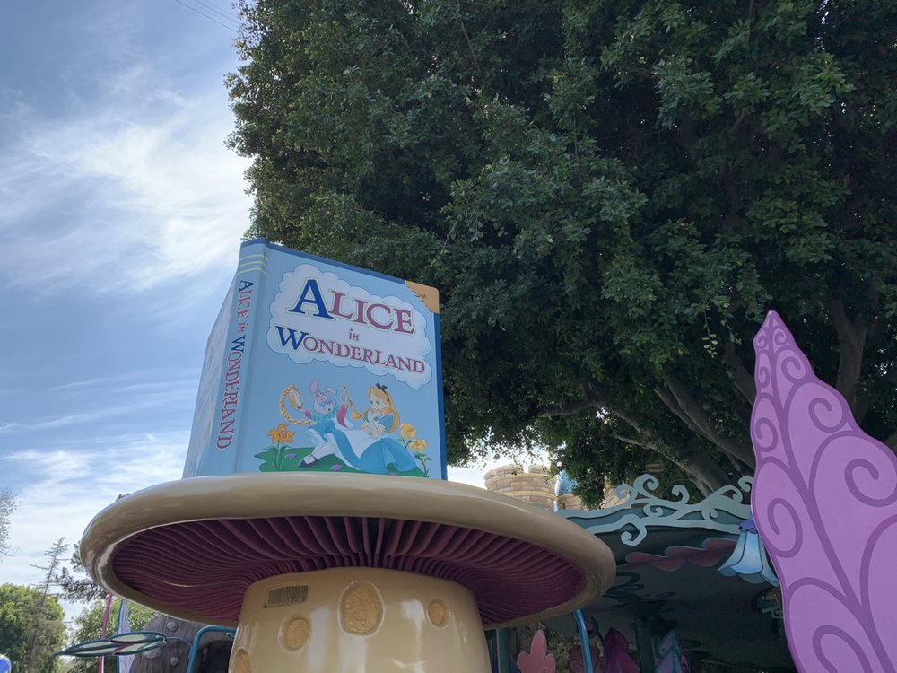 disneyland extra magic hour EMH alice.jpg