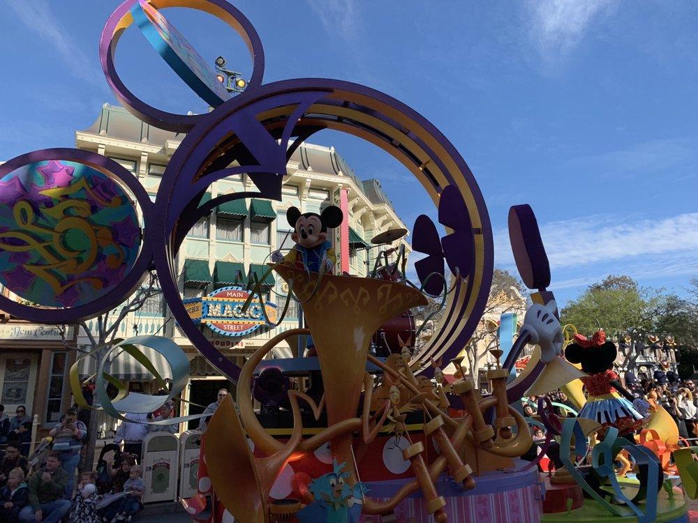 disneyland one day itinerary soundsational parade.jpeg