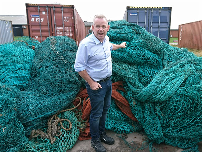 Hans-Axel, CEO of Plastix, showing the MARELITT Baltic team how clean the nets need to be before they can be recycled.