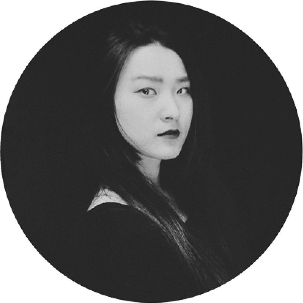 Yirui Zhang - Directrice de projetOriginaire de Chine, Zhang Yirui est diplômée en design d'espace (bac+4) à l'Université des Sciences et Technologies de Wuhan en 2009. Ensuite elle a travaillédeux ans en architecture en Chine.Arrivée en France depuis 2012, elle a eu son diplôme de Master en architecture intérieure, design d'objet et design graphique à Paris.Passionnée par les multiples facettes du design et de l'architecture, elle conçoit ses projets avec un sens esthétique prononcé et une approche sensible de l'espace et de l'objet.Elle collabore avec plusieurs agences d'architecture et de design à Paris et à l'international avant d'intégrer le studio Riccardo Haiat.