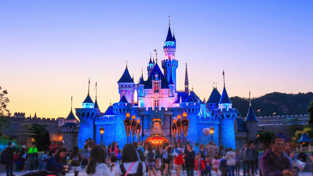 disneyland-hong-kong-november-28-2016-time-lapse-day-to-night-disneyland-castle-and-many-people-take-photos-front-side-sleeping-beauty-castle-of-hong-kong-disneyland-hong-kong-2016_swpqiw3zg_thumbnail-full12.png