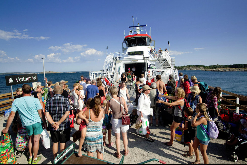 Tourists, cabin-goers, and swimmers are brought to the islands by ferry from Strömstad.