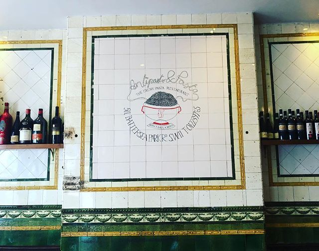 L'Antipasto's doors opened in 1984 but before that it was a family run butchers. The original tiles on the wall still remain but added to it is our logo, which was designed by one Enzo Apicella, a famous artist and interior designer for over 150 restaurants, most notably Pizza Express, and ourselves of course😊 #italia #restaurant #battersea #artist #designer #naples #italy #art #history #sw11 #instafood #pasta