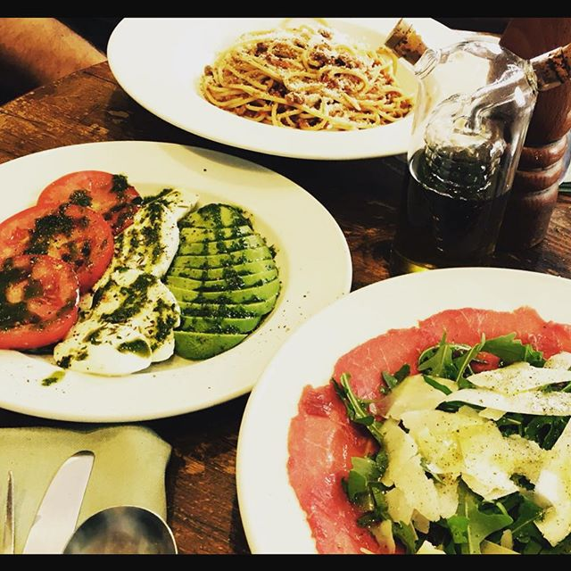 It's nearly the end of another sunny week and the best way to finish it is a visit to your favourite Italian, so come and say hi!  #weekend #sunday #summer #spread #carpaccio #tricolore #salad #spaghetti #bolognese #instafood #restaurant #italia #battersea #sw11 #foodblogger #foodporn
