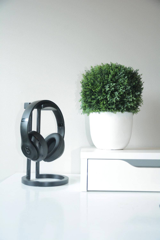 Adylinn Headphone Stand 1.jpg