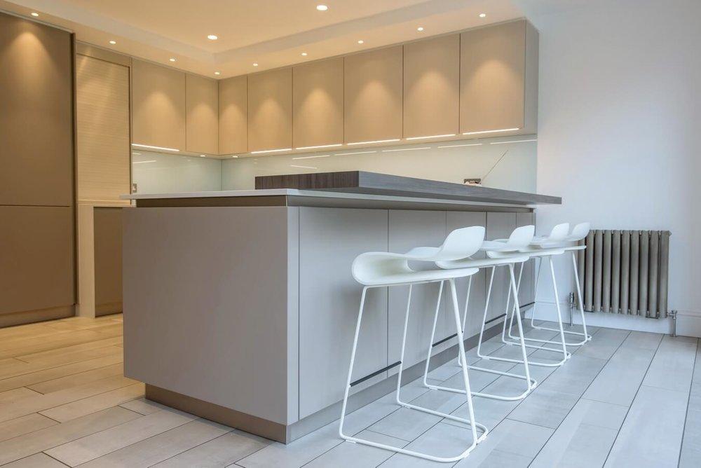 schuller-kitchen-north-london-bar-view-10.jpg