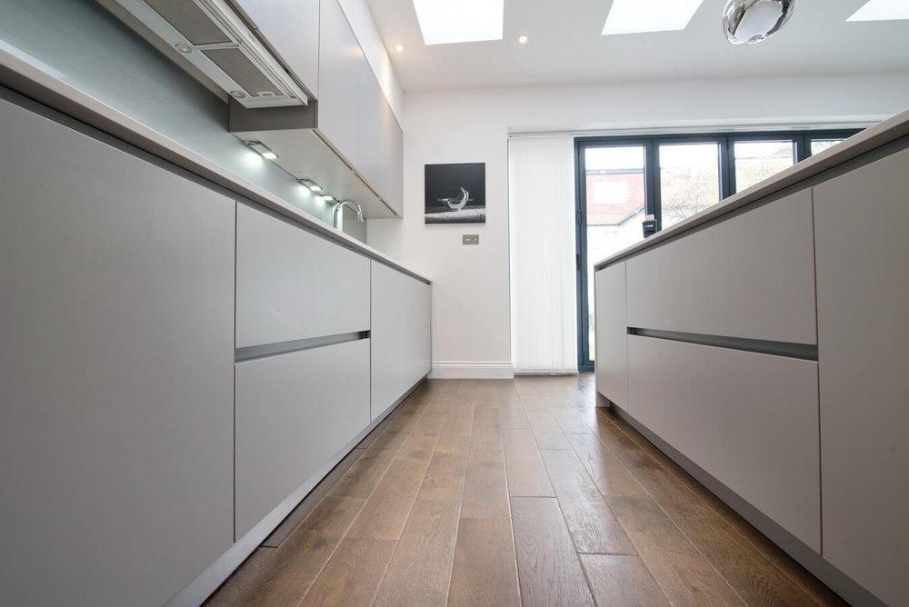handleless-kitchen-london-schuller.jpg