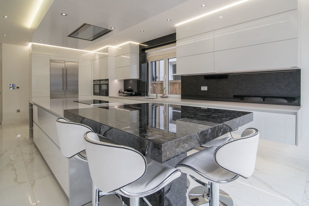 white-high-gloss-handleless-kitchen.jpg
