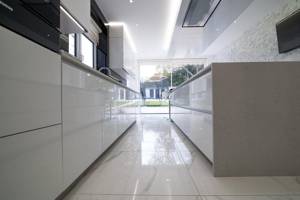 white-glossy-handleless-german-kitchen.jpg