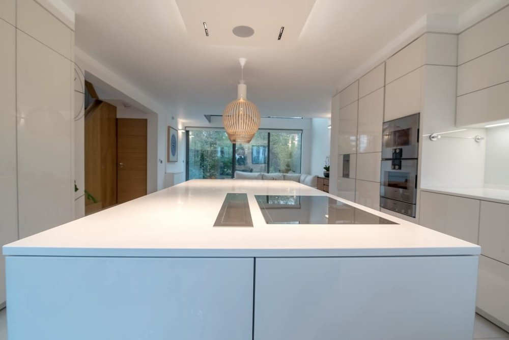kitchen-island-hob-german-white-units.jpg