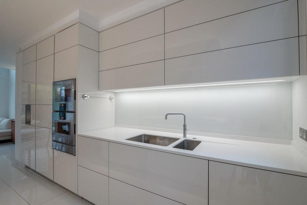white-gloss-warendorf-kitchens-UK-London.jpg
