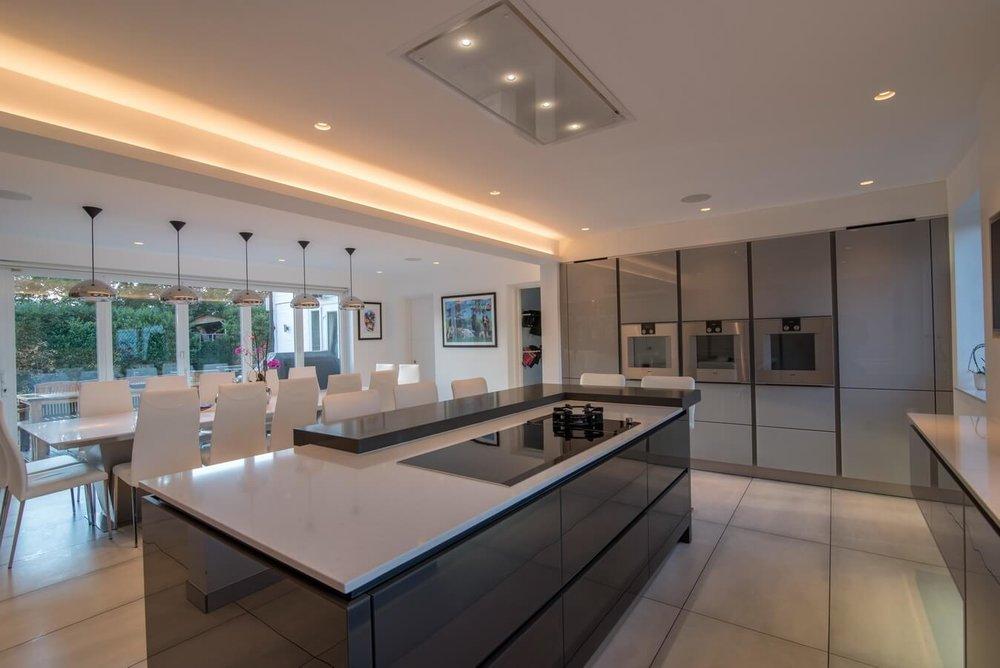 high-gloss-handleless-kitchens-Londno.jpg