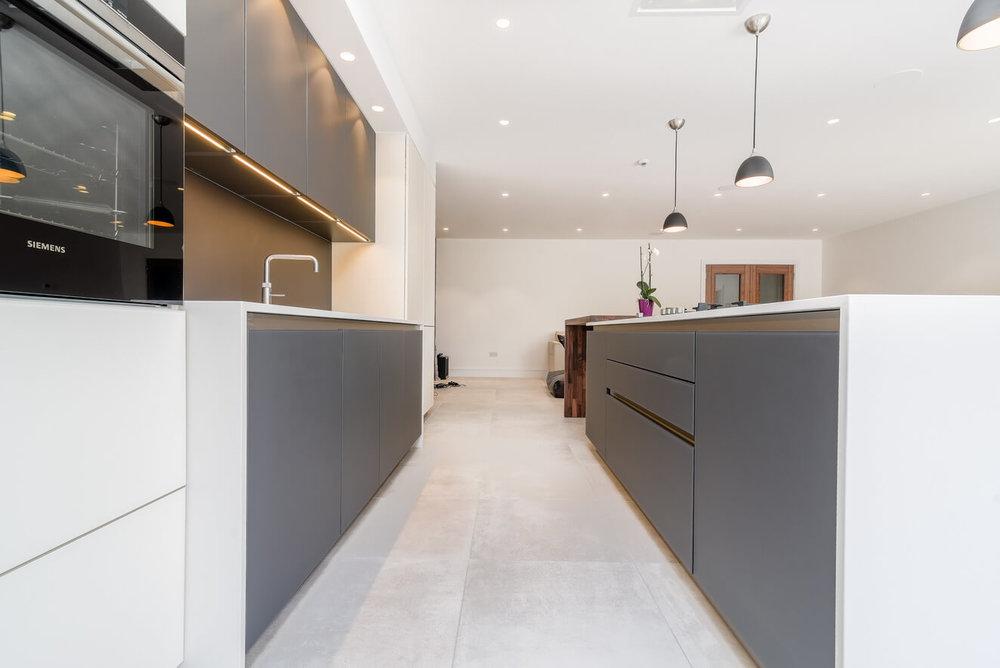Schuller-Kitchen-Grey-White-Handleless.jpg