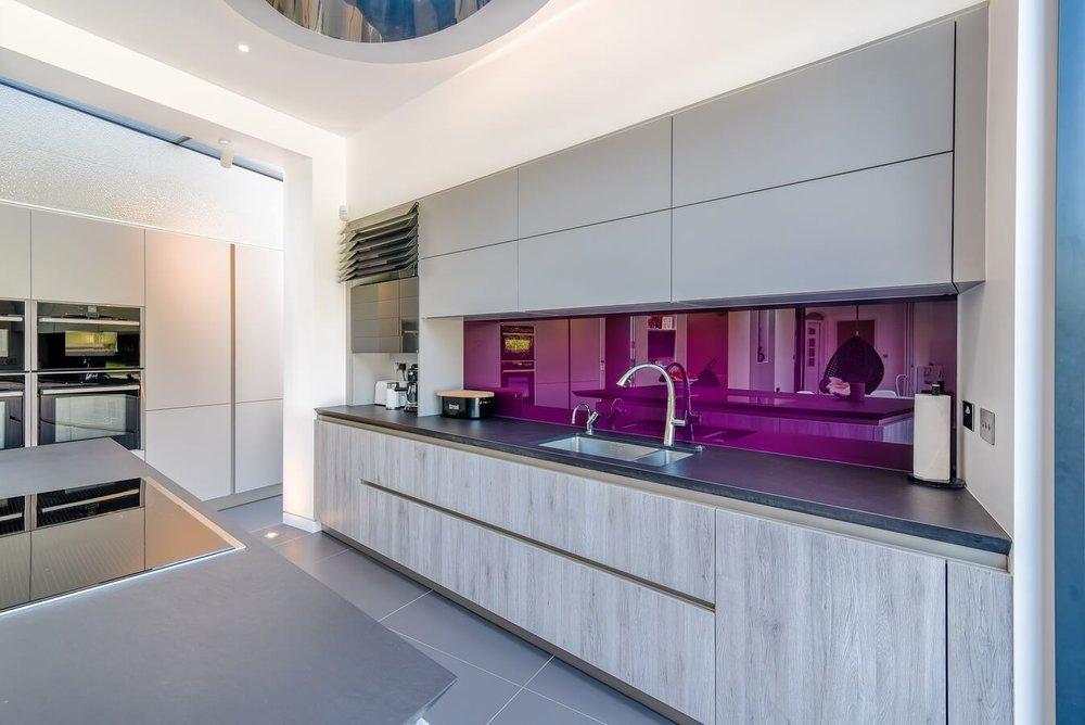 Schuller-Kitchen-Glass-Splashback-London.jpg