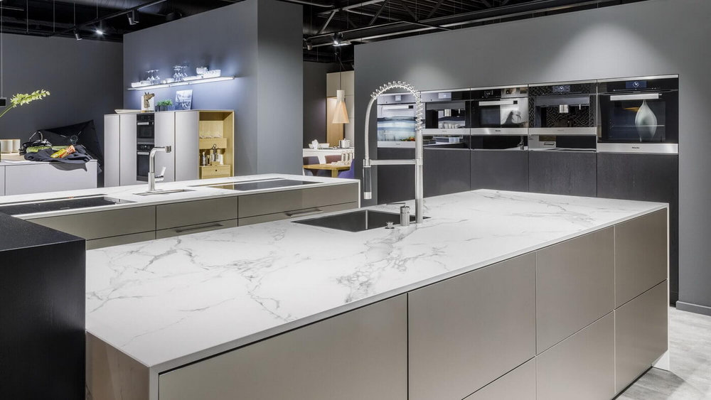 WARENDORF-grey-marble-laquer-kitchen.jpg