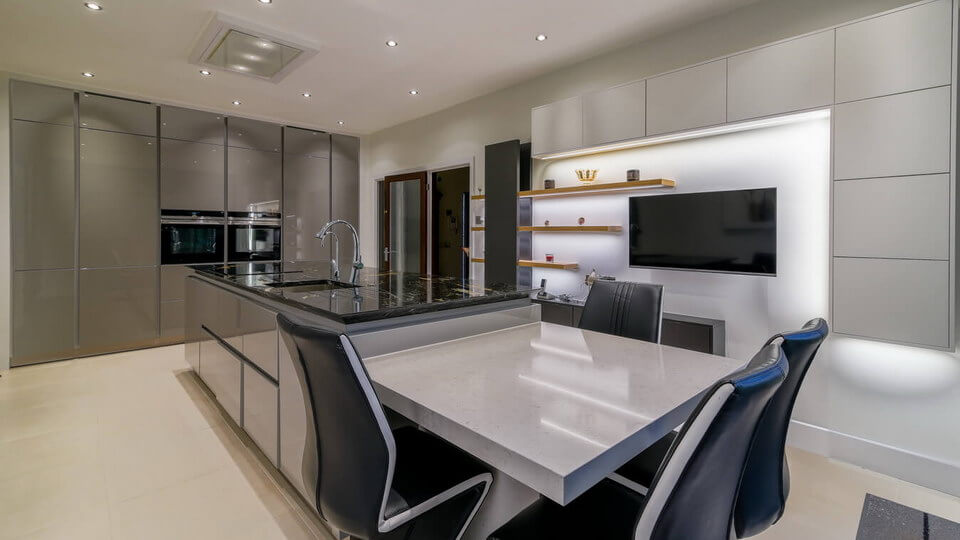 German-Kitchen-Glossy-Handleless-London.jpg