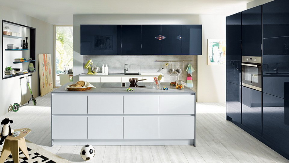 Glass-Finish-Schuller-Kitchen-London.jpg