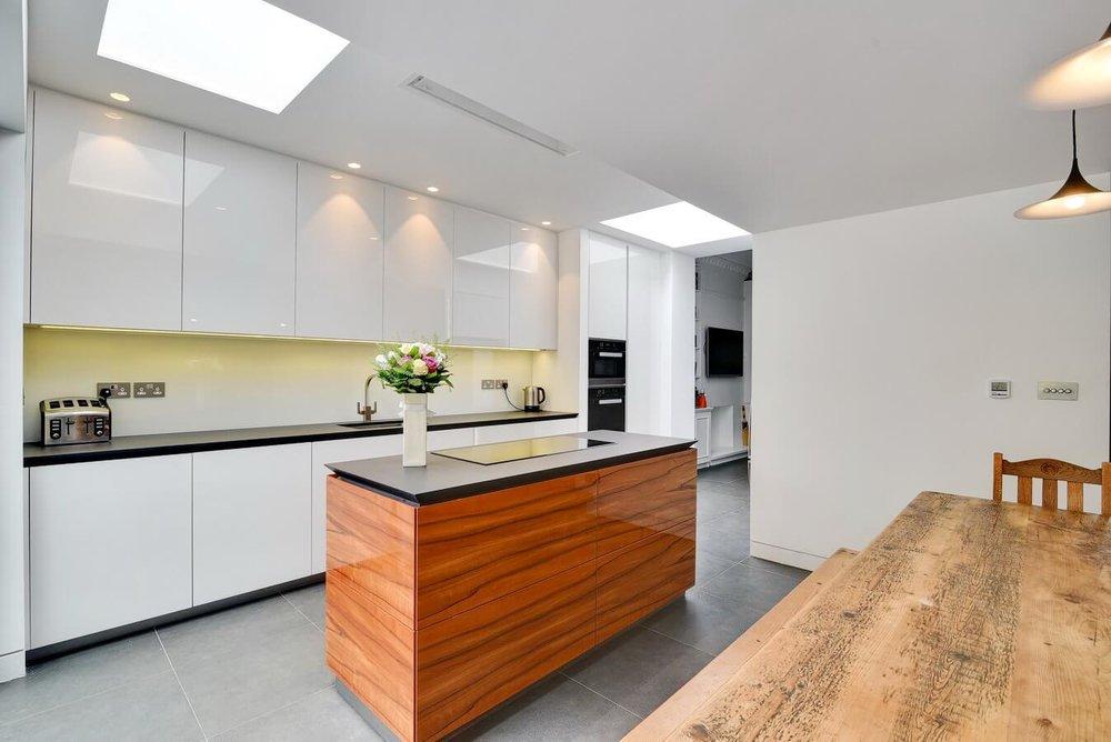 White-handleless-kitchen-Crocuh-End-London-Warendorf.jpg