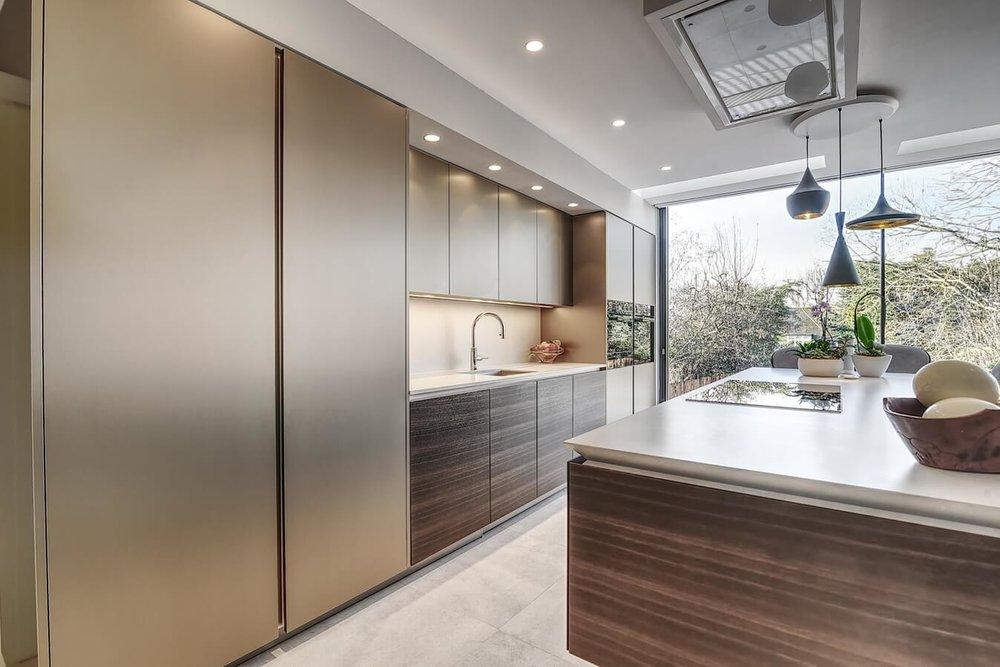 Warendorf-aluminium-book-matched-smoked-oak-kitchen.jpg