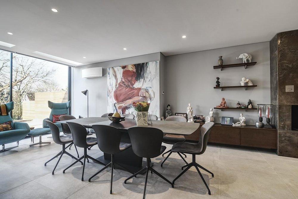 Modern-dining-area-open-plan-German-kitchen.jpg