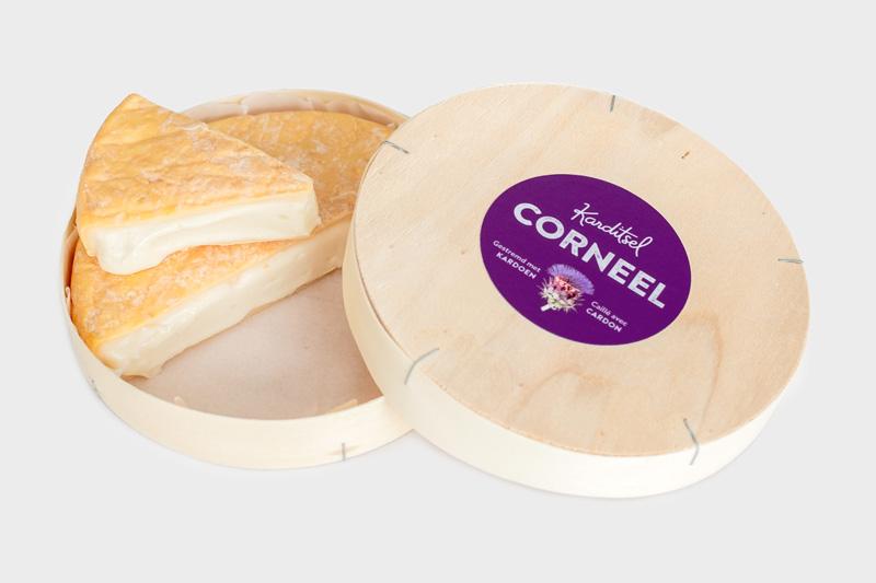 Corneel - WINNAAR INNOVATIE-AWARDCorneel is plantaardig gestremd met de werkzame bestanddelen uit de kardoenplant. Deze kardoenkaas met gewassen korst en karaktervolle smaak is een verrassende grand cru de fromage.Karaktervolle kardoenkaas