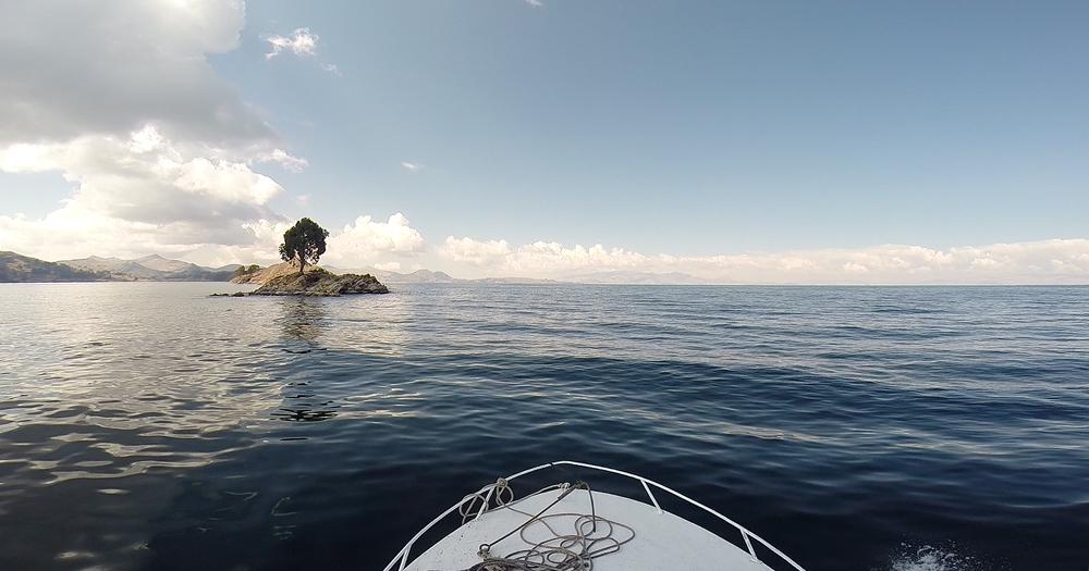 Crossing-Titicaca-by-boat.jpg