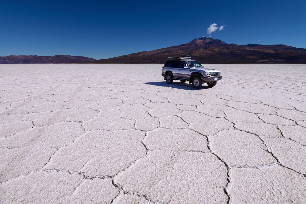 Jeep-on-Salar-de-Uyuni-II.jpg