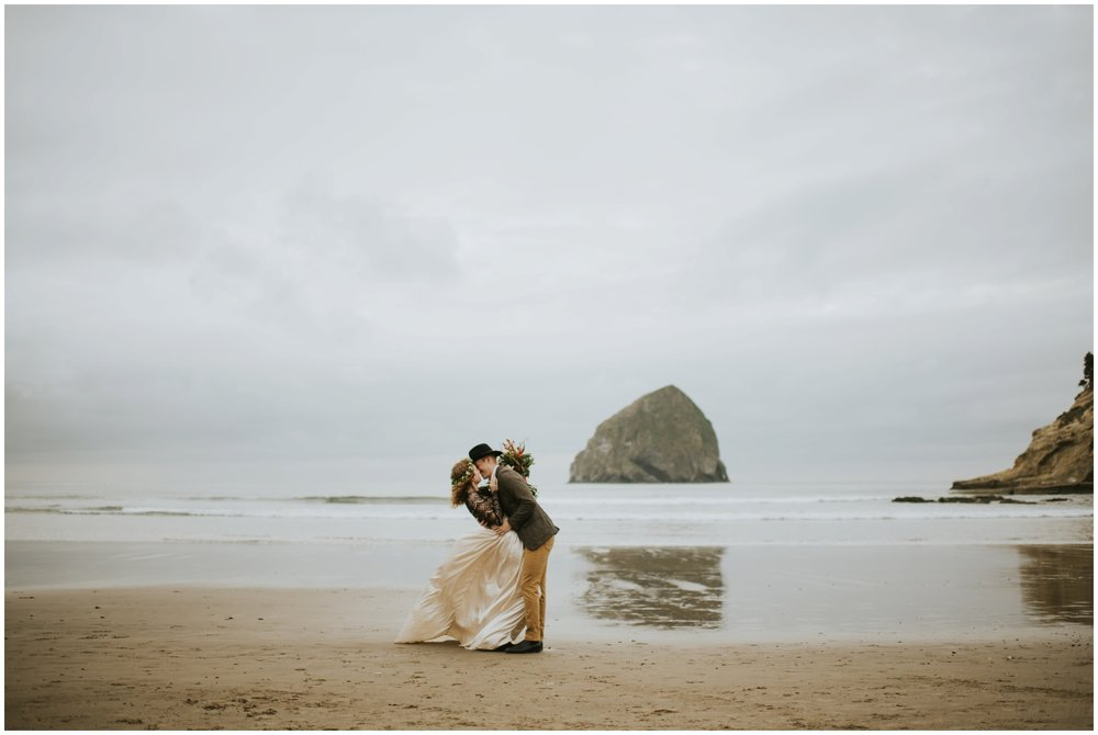 elopement on the coast  | Pacific City Wedding Photographer www.riversandroadsphotography.com