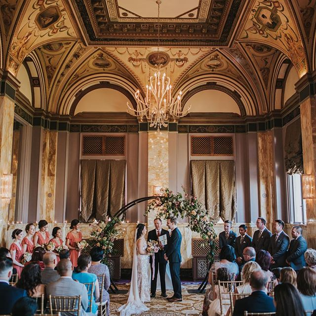 I'm still totally in awe of how beautiful this ceremony was! @sentinelhotel did not disappoint. I'm always thankful for photographer friends that let me shoot with them in rad places. Shout out to @lexxismithphotography ❤️