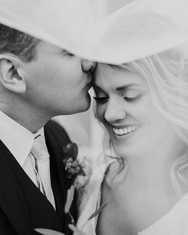 There is something so dreamy about veil shots. I just can't get enough of them 💕