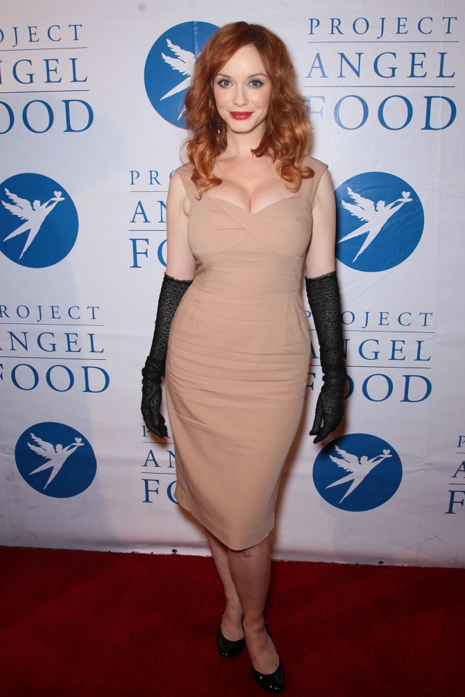 christina-hendricks-cleavage-05_o.jpg